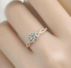 周大福的蝴蝶钻石项链价格大概是多少?贵不贵