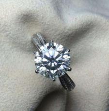 如何挑选有保值功效的结婚戒指?