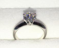 如何挑选一枚更显钻的钻石戒指?