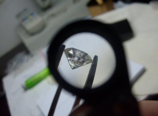 合成碳硅石是钻石吗?一克拉价格
