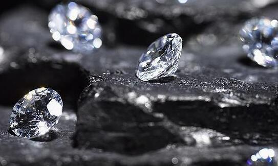 莫桑钻和钻石有哪些区别