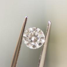 具有时尚且有质感的戒指非莫桑钻莫属