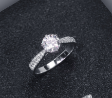 定制求婚戒指20裸鉆算小嗎?